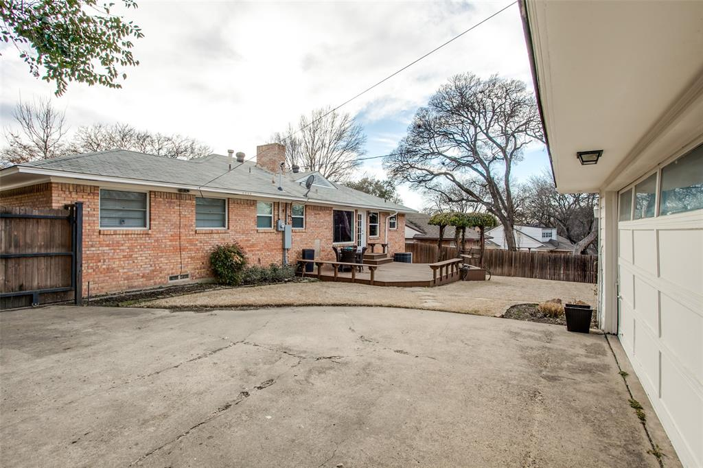 10005 Lakedale Drive, Dallas, Texas 75218 - acquisto real estate best realtor foreclosure real estate mike shepeherd walnut grove realtor