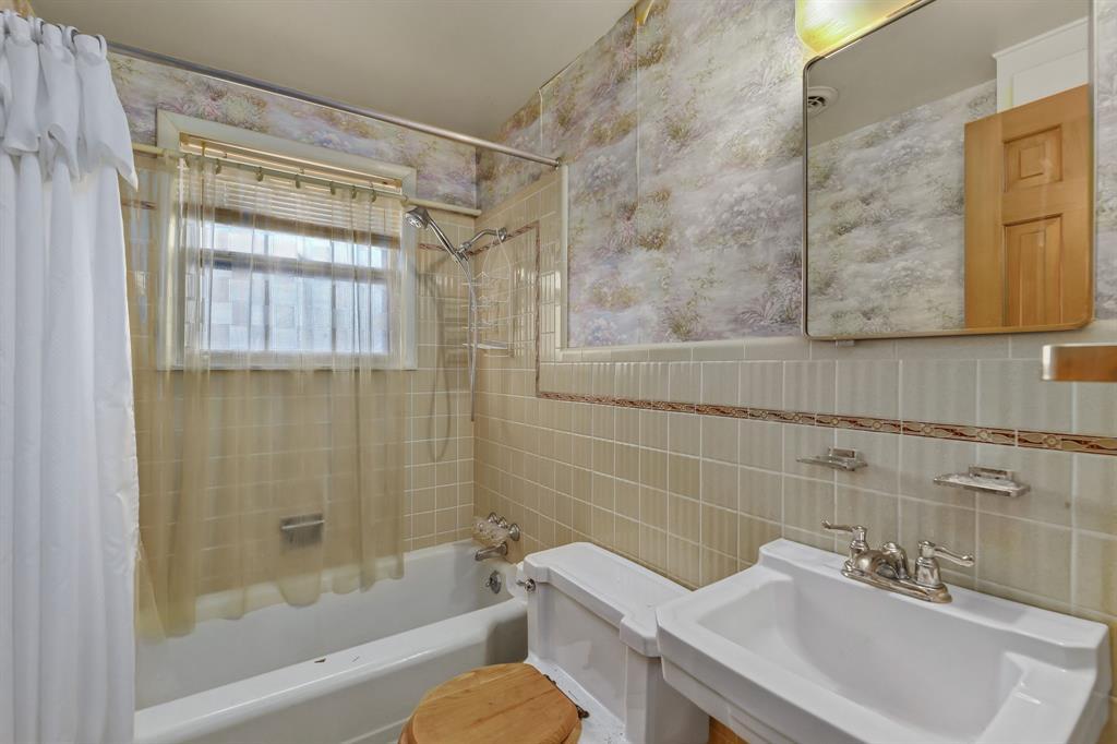 2428 Oakridge Street, Denton, Texas 76209 - acquisto real estate best realtor dallas texas linda miller agent for cultural buyers