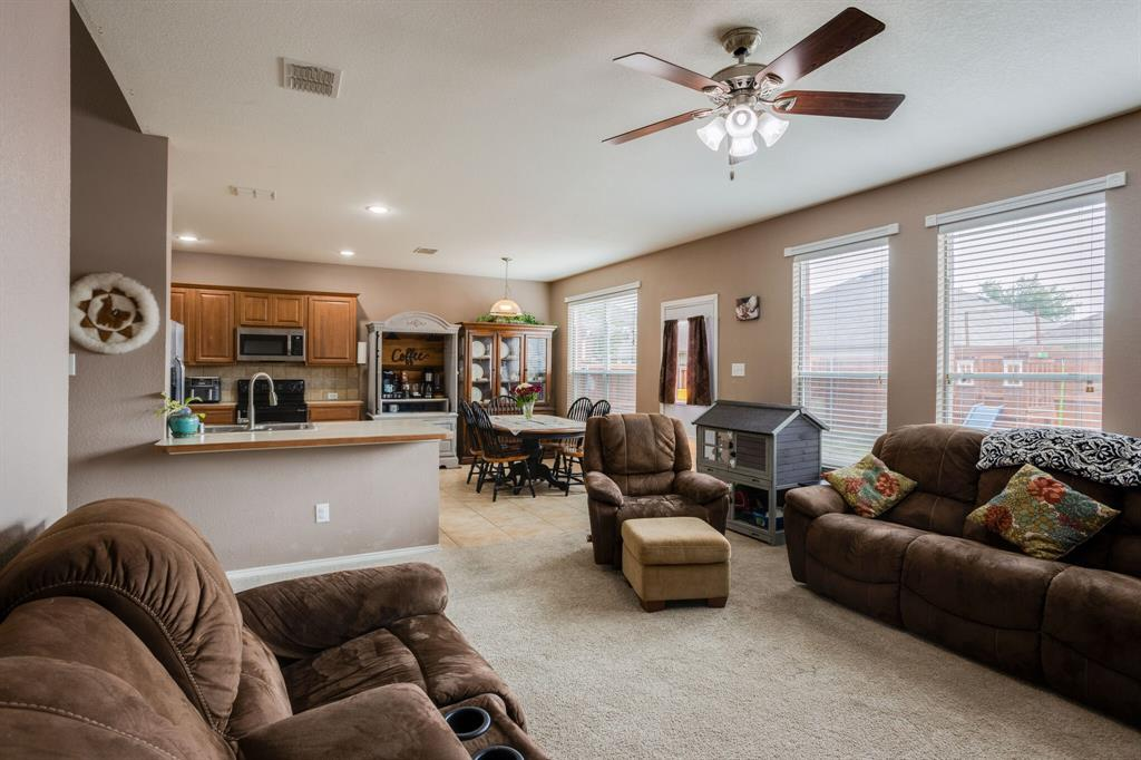 886 Bowie  Drive, Lavon, Texas 75166 - acquisto real estate best real estate company to work for