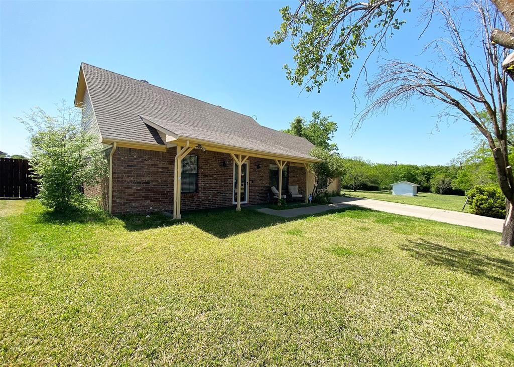 805 Elm  Street, Ennis, Texas 75119 - acquisto real estate best realtor foreclosure real estate mike shepeherd walnut grove realtor