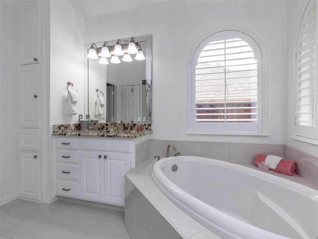 2108 Hidden Woods  Court, Arlington, Texas 76006 - acquisto real estate best investor home specialist mike shepherd relocation expert