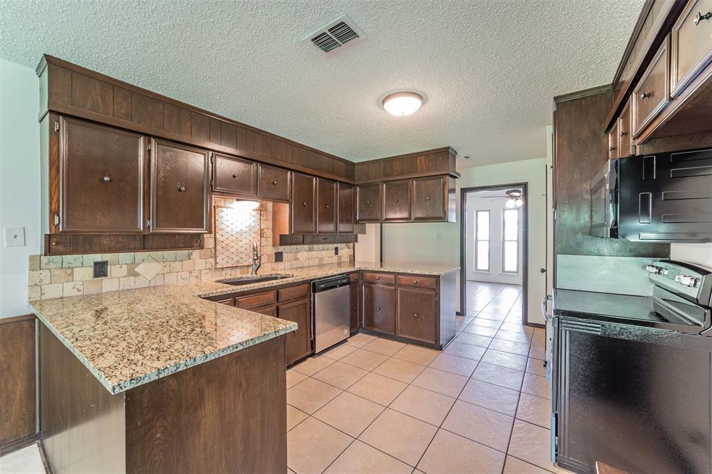 104 Mountain Valley Boulevard, Joshua, Texas 76058 - acquisto real estate best celina realtor logan lawrence best dressed realtor