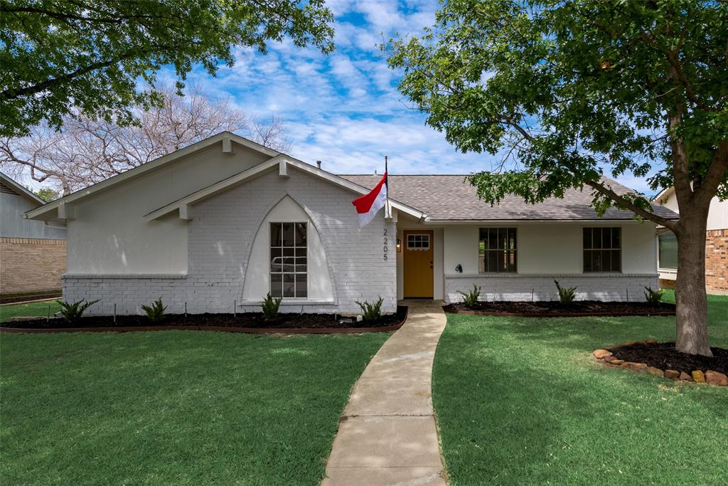 2205 Greenvalley  Drive, Carrollton, Texas 75007 - Acquisto Real Estate best plano realtor mike Shepherd home owners association expert