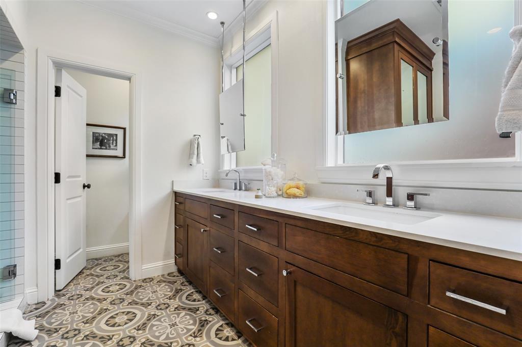 560 Northlake  Drive, Dallas, Texas 75218 - acquisto real estate best highland park realtor amy gasperini fast real estate service