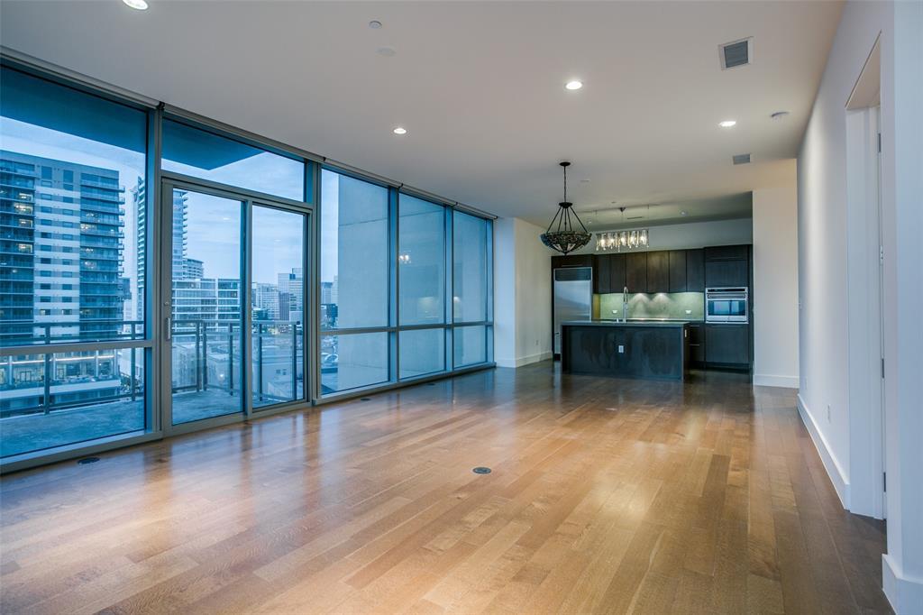 2200 Victory  Avenue, Dallas, Texas 75219 - acquisto real estate best real estate company in frisco texas real estate showings