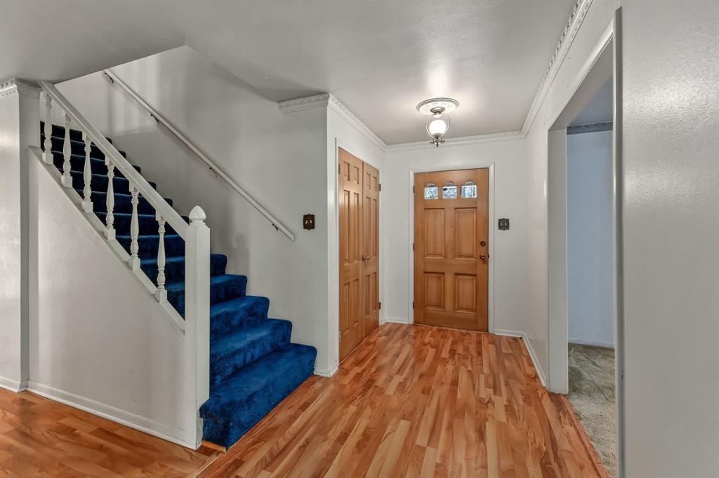2428 Oakridge Street, Denton, Texas 76209 - Acquisto Real Estate best plano realtor mike Shepherd home owners association expert