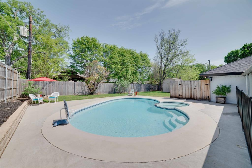2426 Sherwood  Drive, Grand Prairie, Texas 75050 - acquisto real estate best prosper realtor susan cancemi windfarms realtor