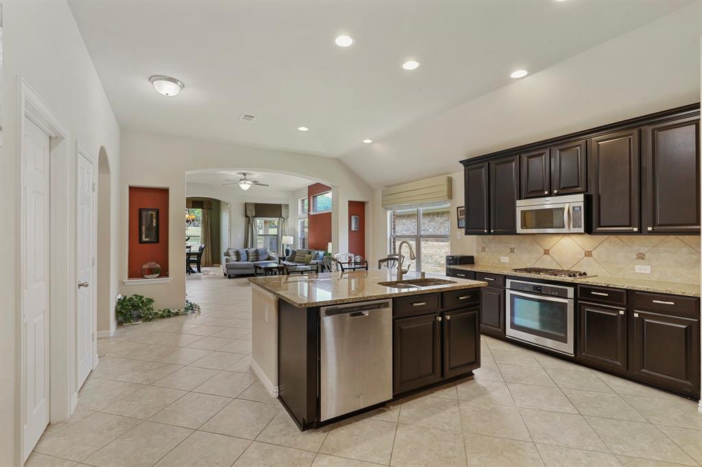 2928 Golfview  Drive, McKinney, Texas 75069 - acquisto real estate best allen realtor kim miller hunters creek expert