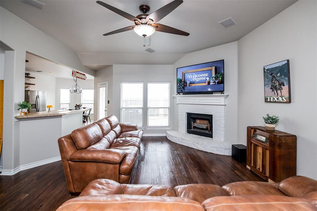 1482 Park Crest Drive, Crowley, Texas 76036 - acquisto real estate best new home sales realtor linda miller executor real estate