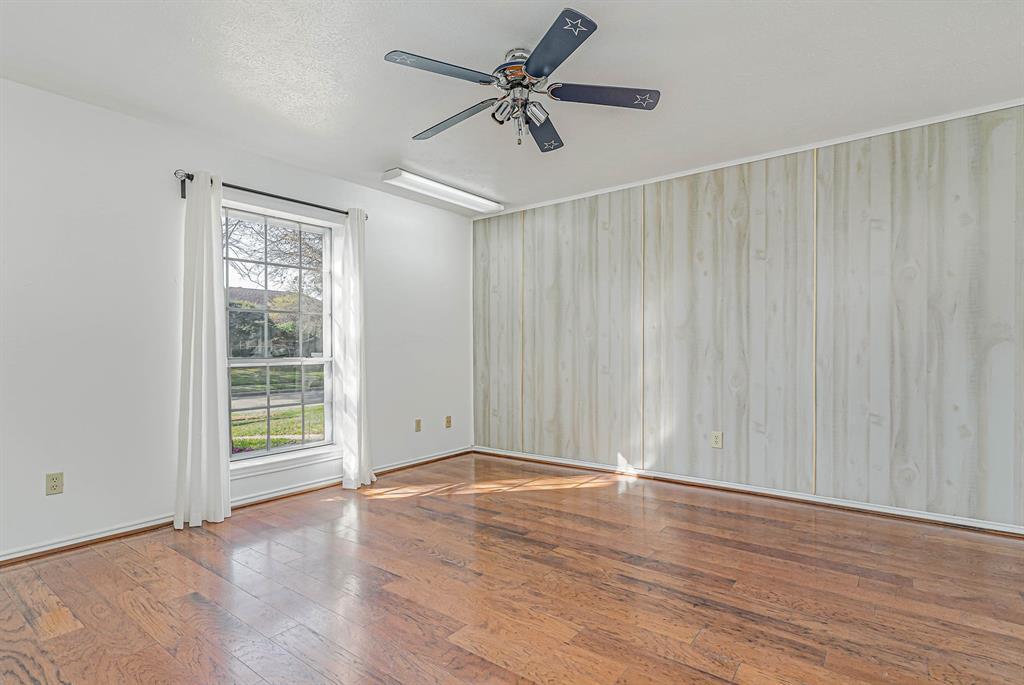 1300 Chesterton  Drive, Richardson, Texas 75080 - acquisto real estate best realtor foreclosure real estate mike shepeherd walnut grove realtor