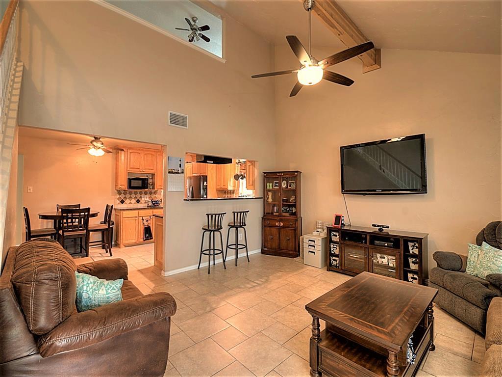 616 Creekview  Drive, Burleson, Texas 76028 - acquisto real estate best prosper realtor susan cancemi windfarms realtor