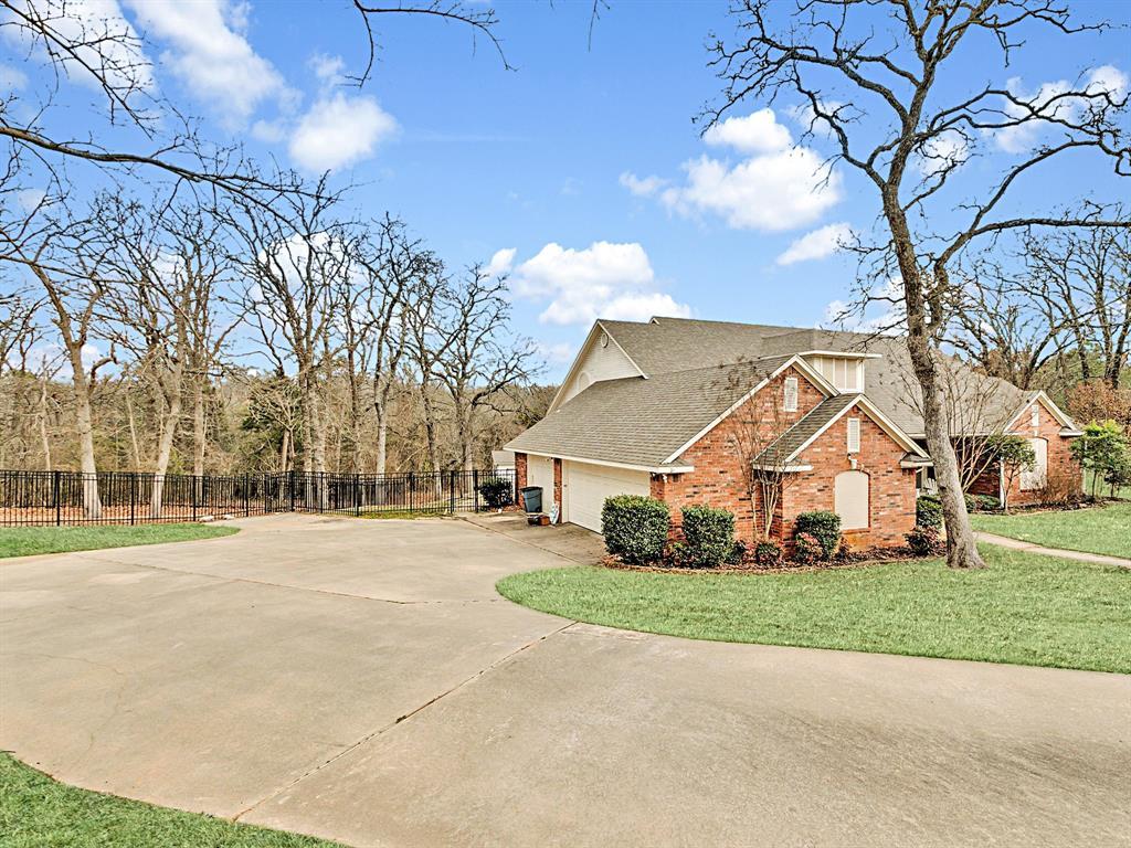 22 Whispering Oaks Drive, Denison, Texas 75020 - acquisto real estate best allen realtor kim miller hunters creek expert
