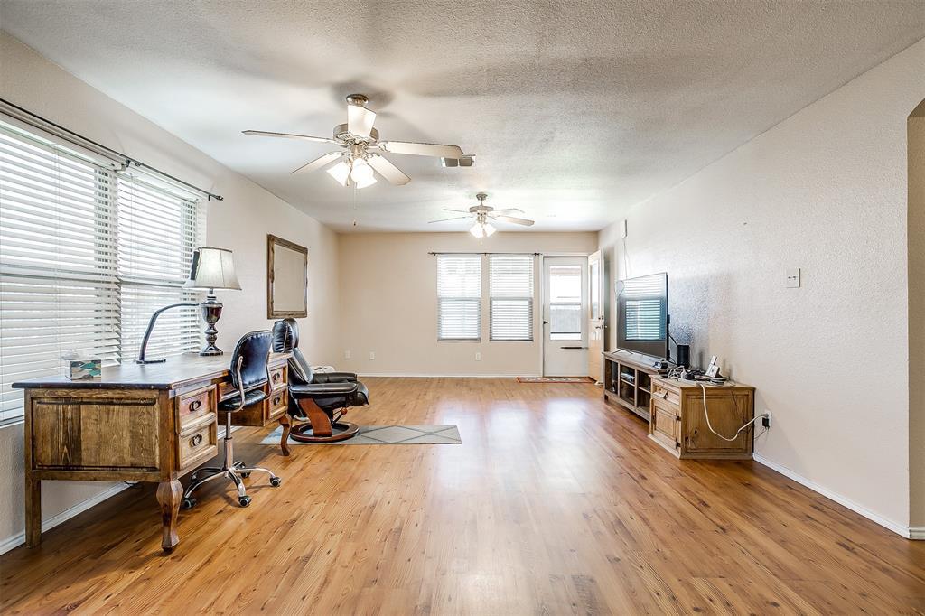 2529 Castle Pines Drive, Burleson, Texas 76028 - acquisto real estate best luxury buyers agent in texas shana acquisto inheritance realtor