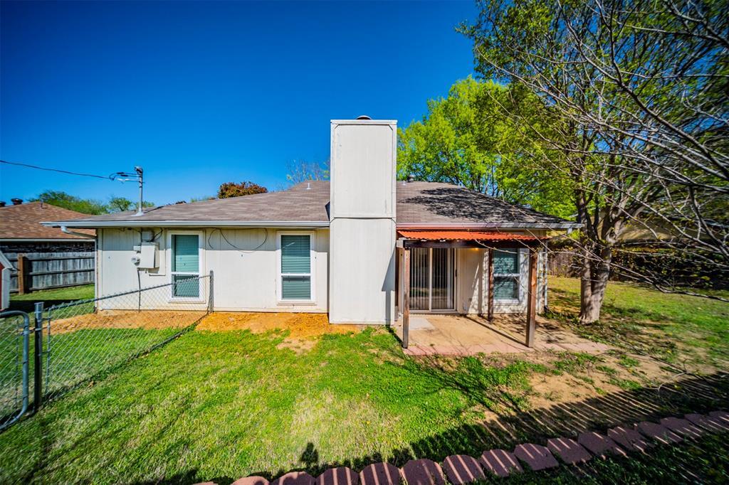 6230 Fernwood  Drive, Arlington, Texas 76001 - acquisto real estate best frisco real estate agent amy gasperini panther creek realtor
