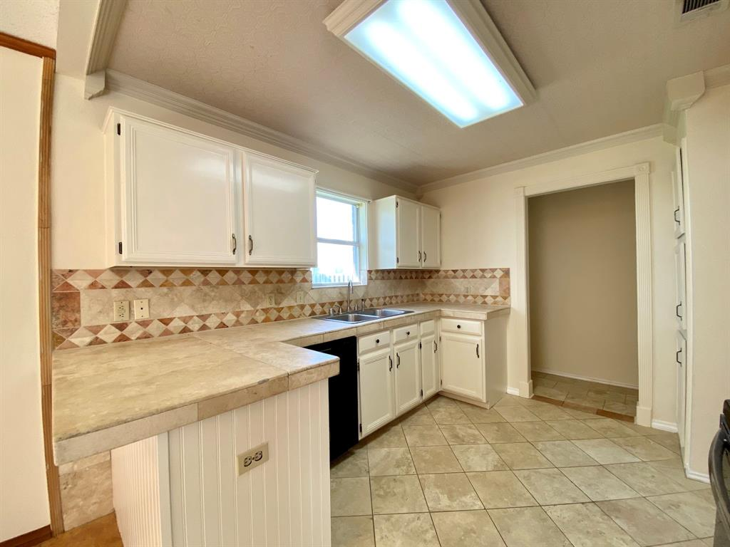 8804 Crestbrook Drive, Fort Worth, Texas 76179 - acquisto real estate best real estate company to work for