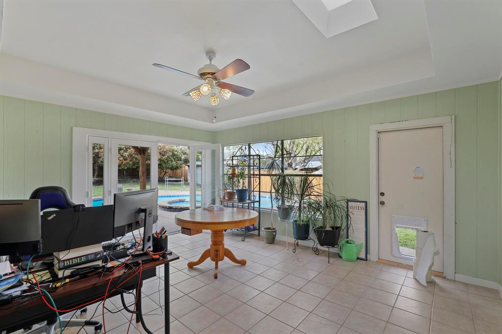 7126 Tabor  Drive, Dallas, Texas 75231 - acquisto real estate best park cities realtor kim miller best staging agent