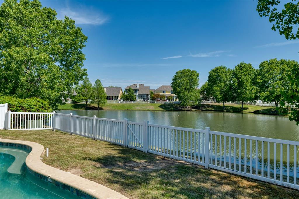 10237 Lakeview  Drive, Providence Village, Texas 76227 - acquisto real estate agent of the year mike shepherd