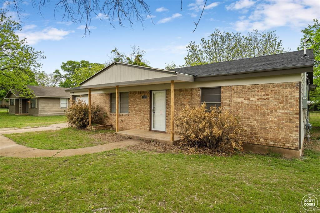 2202 Vine  Street, Brownwood, Texas 76801 - Acquisto Real Estate best plano realtor mike Shepherd home owners association expert
