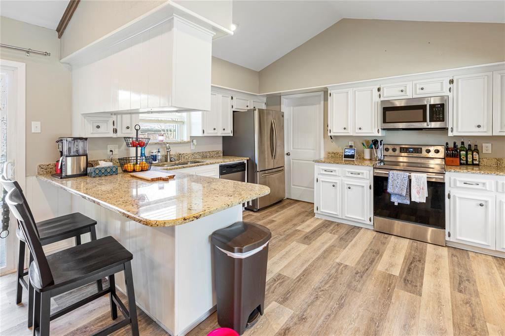 2410 Ridgewood Drive, Sherman, Texas 75092 - acquisto real estate best real estate company to work for