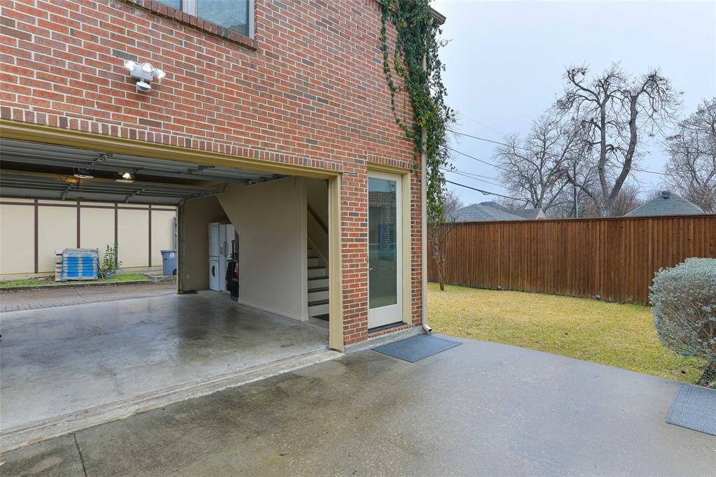 5226 Ridgedale  Avenue, Dallas, Texas 75206 - acquisto real estate best negotiating realtor linda miller declutter realtor