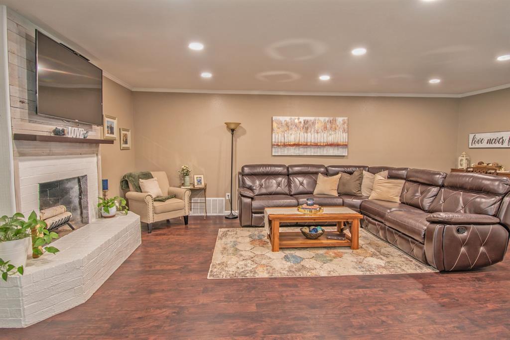 104 Oak Lane, Burleson, Texas 76028 - acquisto real estate best the colony realtor linda miller the bridges real estate
