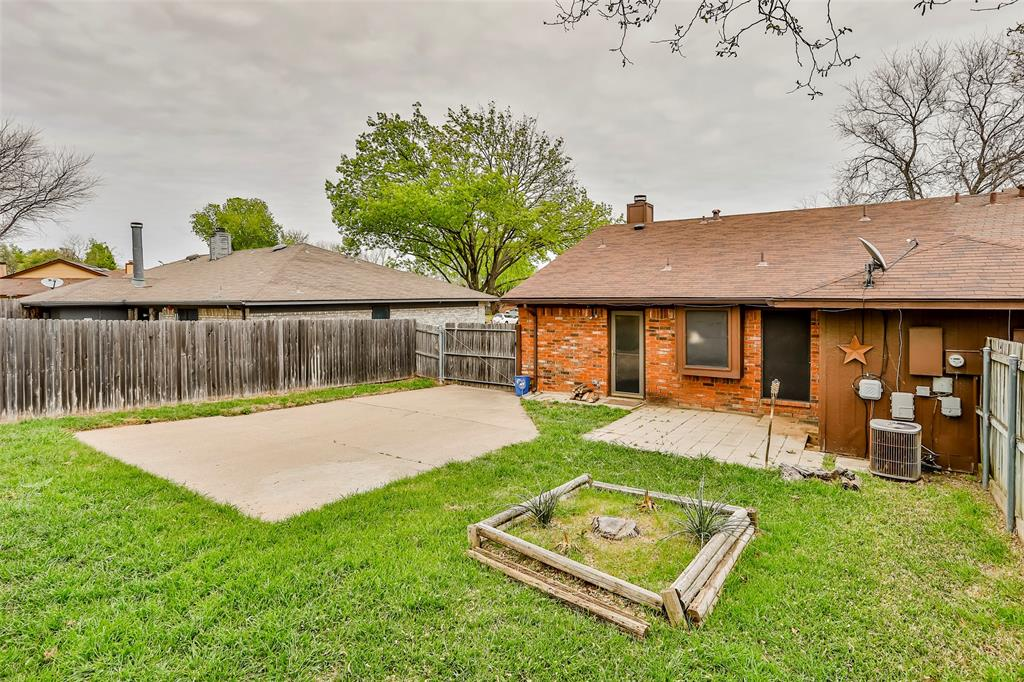 1041 Stableway Lane, Bedford, Texas 76022 - acquisto real estate best realtor dallas texas linda miller agent for cultural buyers