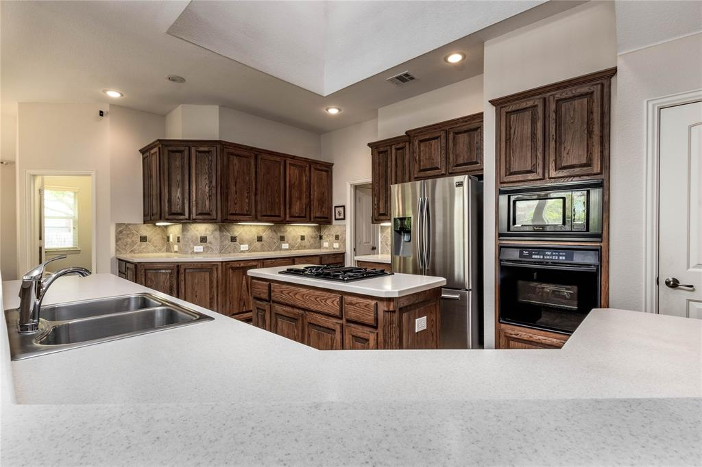 2620 Waterfront  Drive, Grand Prairie, Texas 75054 - acquisto real estate best designer and realtor hannah ewing kind realtor
