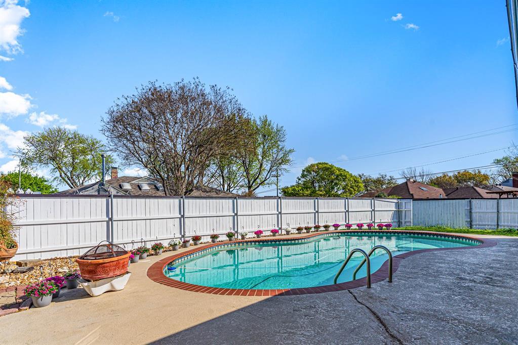 1300 Chesterton  Drive, Richardson, Texas 75080 - acquisto real estate best negotiating realtor linda miller declutter realtor