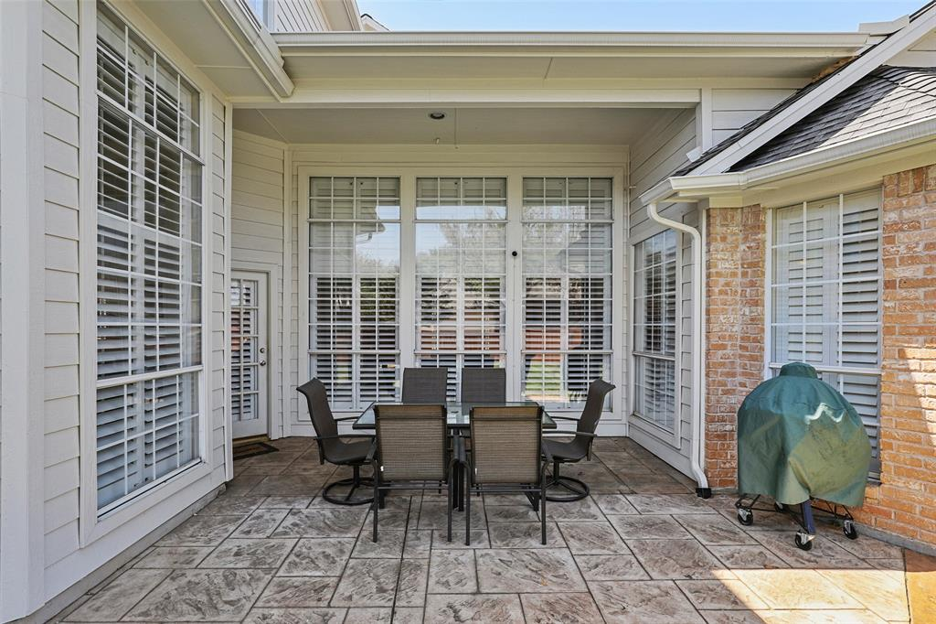 3828 Peppertree  Drive, Carrollton, Texas 75007 - acquisto real estate best plano real estate agent mike shepherd