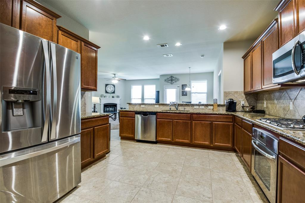 413 Riverstone  Way, McKinney, Texas 75072 - acquisto real estate best real estate company to work for