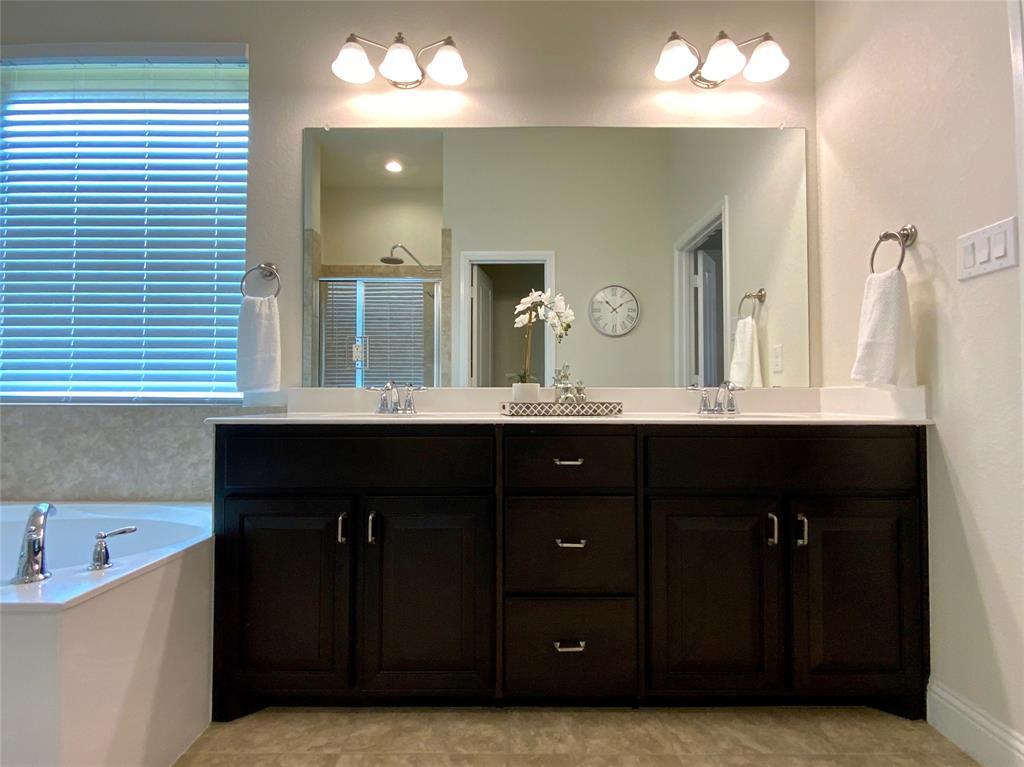1812 Spinnaker Drive, Denton, Texas 76210 - acquisto real estate best designer and realtor hannah ewing kind realtor
