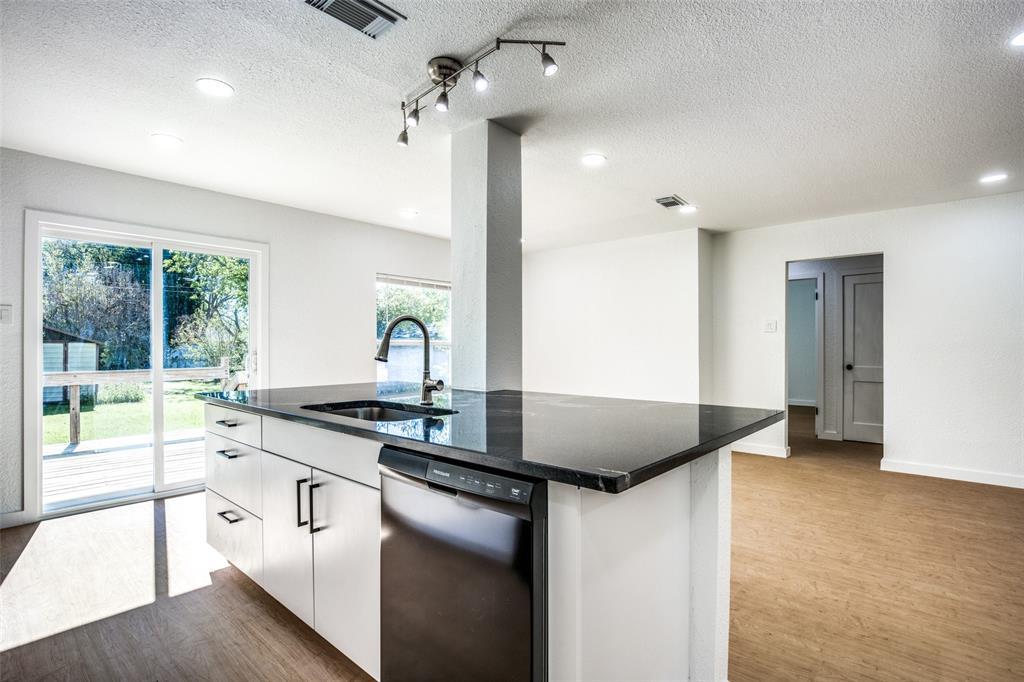 1434 Oak Cliff  Boulevard, Dallas, Texas 75208 - acquisto real estate best real estate company to work for