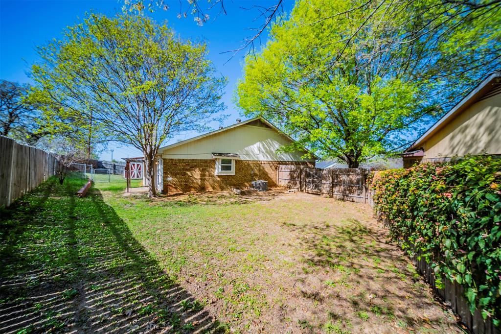 6230 Fernwood  Drive, Arlington, Texas 76001 - acquisto real estate best realtor foreclosure real estate mike shepeherd walnut grove realtor