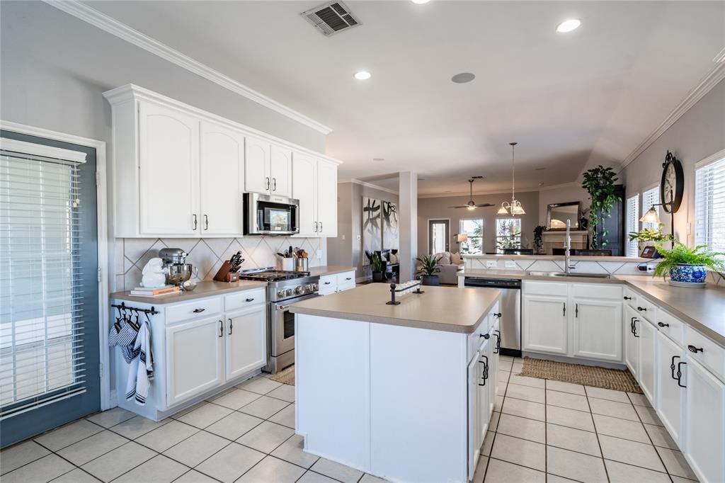 1700 Azalea Drive, Savannah, Texas 76227 - acquisto real estate best new home sales realtor linda miller executor real estate