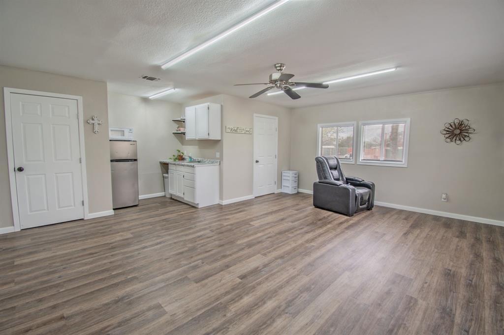 104 Oak Lane, Burleson, Texas 76028 - acquisto real estate best realtor foreclosure real estate mike shepeherd walnut grove realtor
