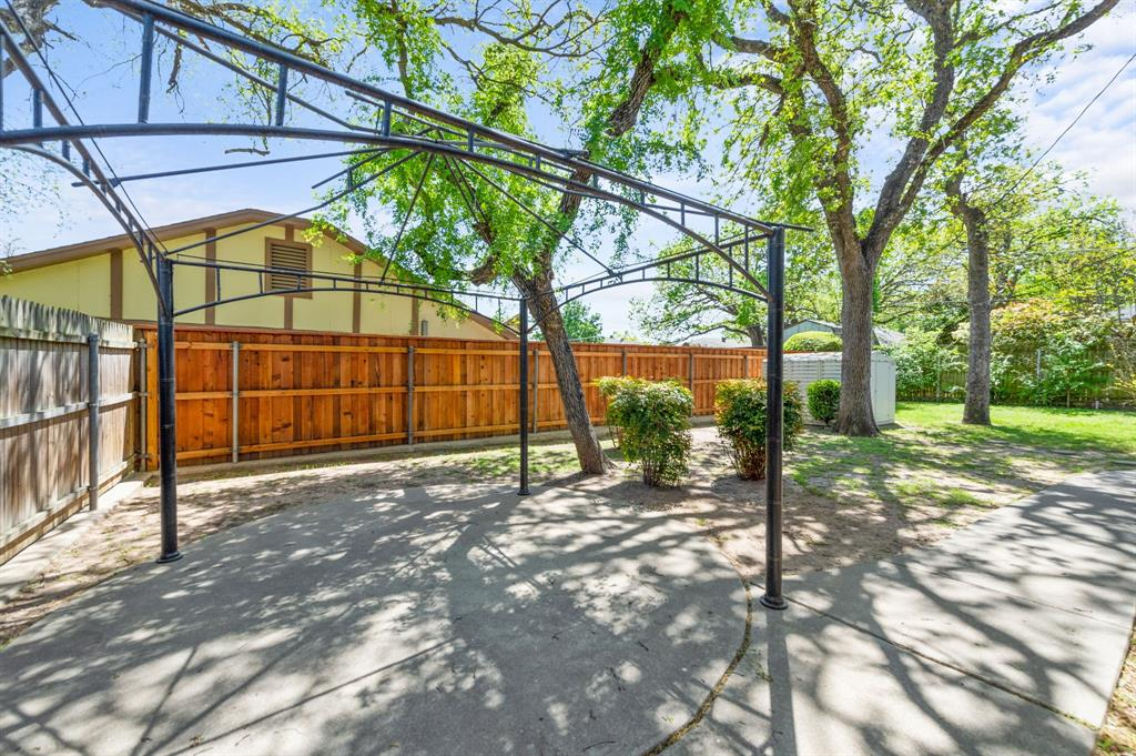 413 Salem  Drive, Hurst, Texas 76054 - acquisto real estate best negotiating realtor linda miller declutter realtor