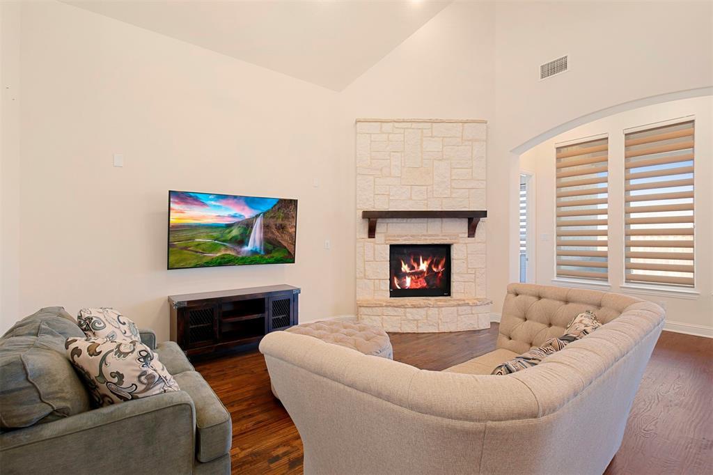 7335 Meler Lane, Irving, Texas 75063 - acquisto real estate best celina realtor logan lawrence best dressed realtor