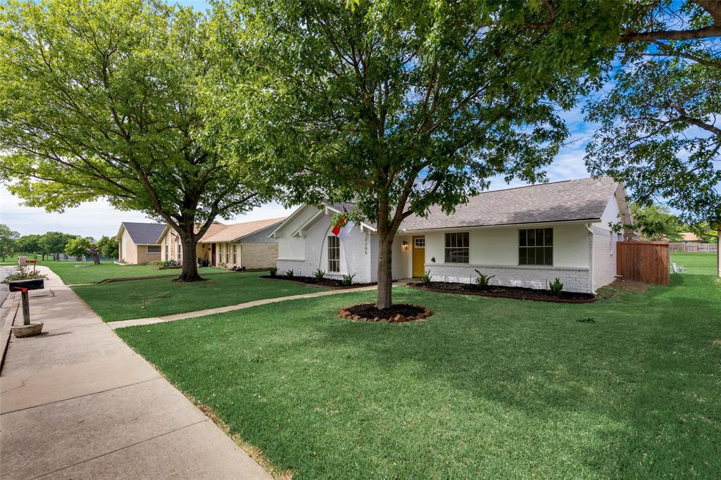 2205 Greenvalley  Drive, Carrollton, Texas 75007 - acquisto real estate best negotiating realtor linda miller declutter realtor