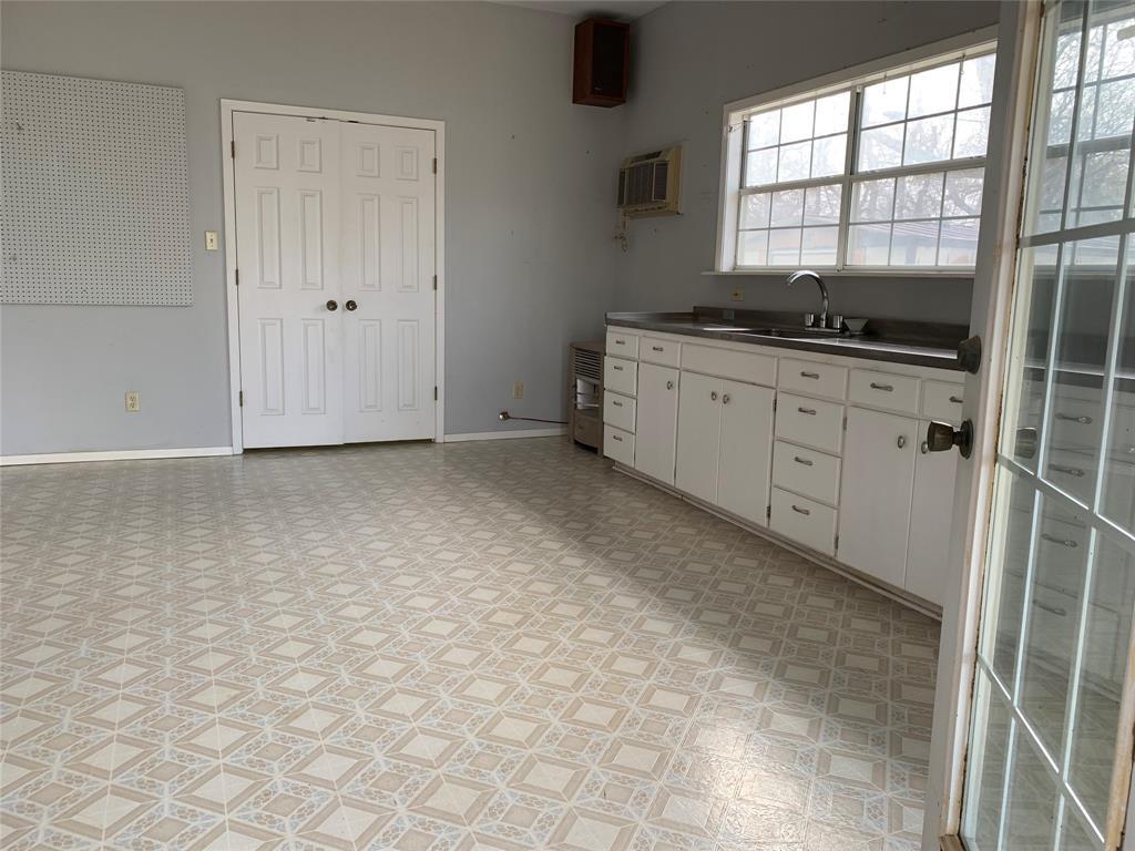 805 Virginia Street, Graham, Texas 76450 - acquisto real estate best investor home specialist mike shepherd relocation expert
