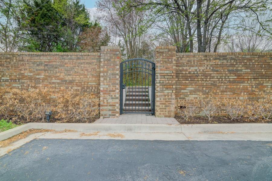 6826 Northwest  Highway, Dallas, Texas 75231 - acquisto real estate best luxury home specialist shana acquisto