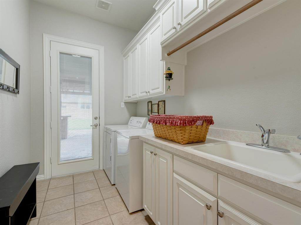 8309 Valley Oaks  Drive, North Richland Hills, Texas 76182 - acquisto real estate best realtor dallas texas linda miller agent for cultural buyers