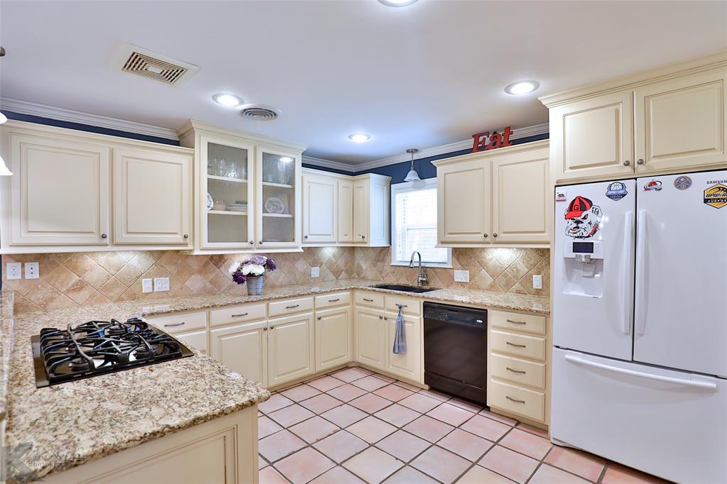 2215 Oakwood  Lane, Abilene, Texas 79605 - acquisto real estate best celina realtor logan lawrence best dressed realtor