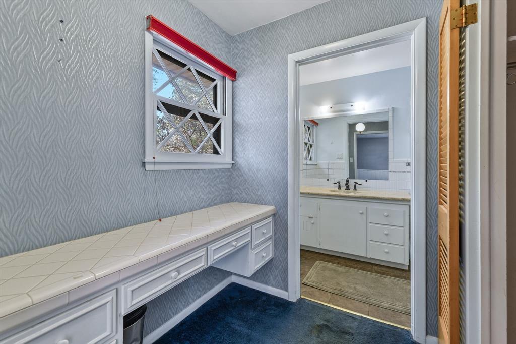 2428 Oakridge Street, Denton, Texas 76209 - acquisto real estate best photos for luxury listings amy gasperini quick sale real estate