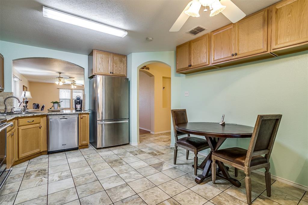 2529 Castle Pines Drive, Burleson, Texas 76028 - acquisto real estate best highland park realtor amy gasperini fast real estate service