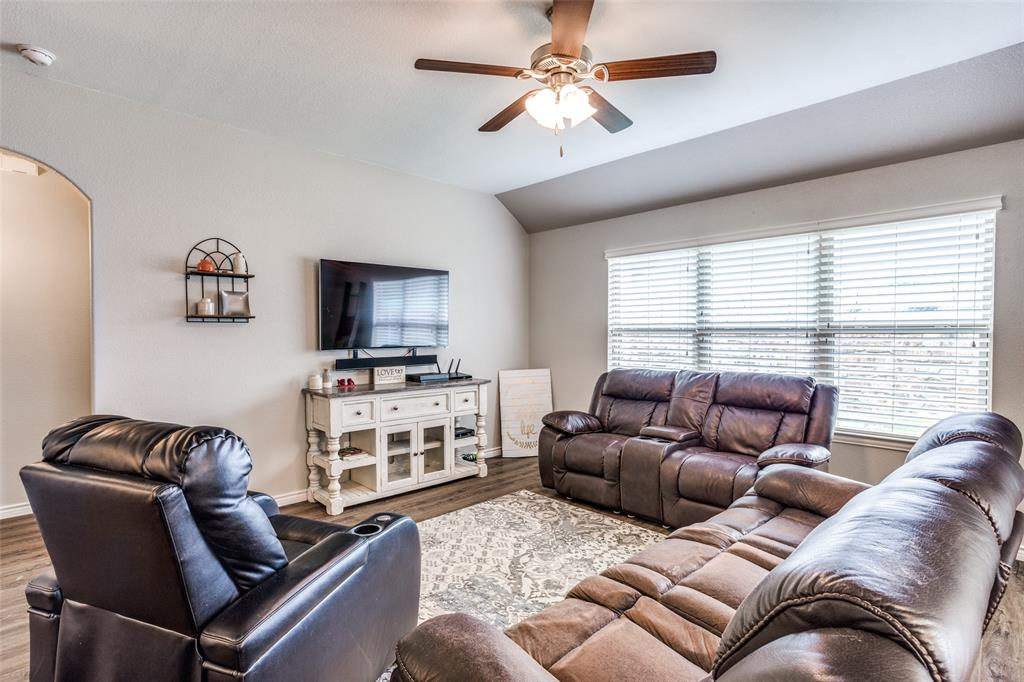 2924 Greenway  Drive, Burleson, Texas 76028 - acquisto real estate best celina realtor logan lawrence best dressed realtor