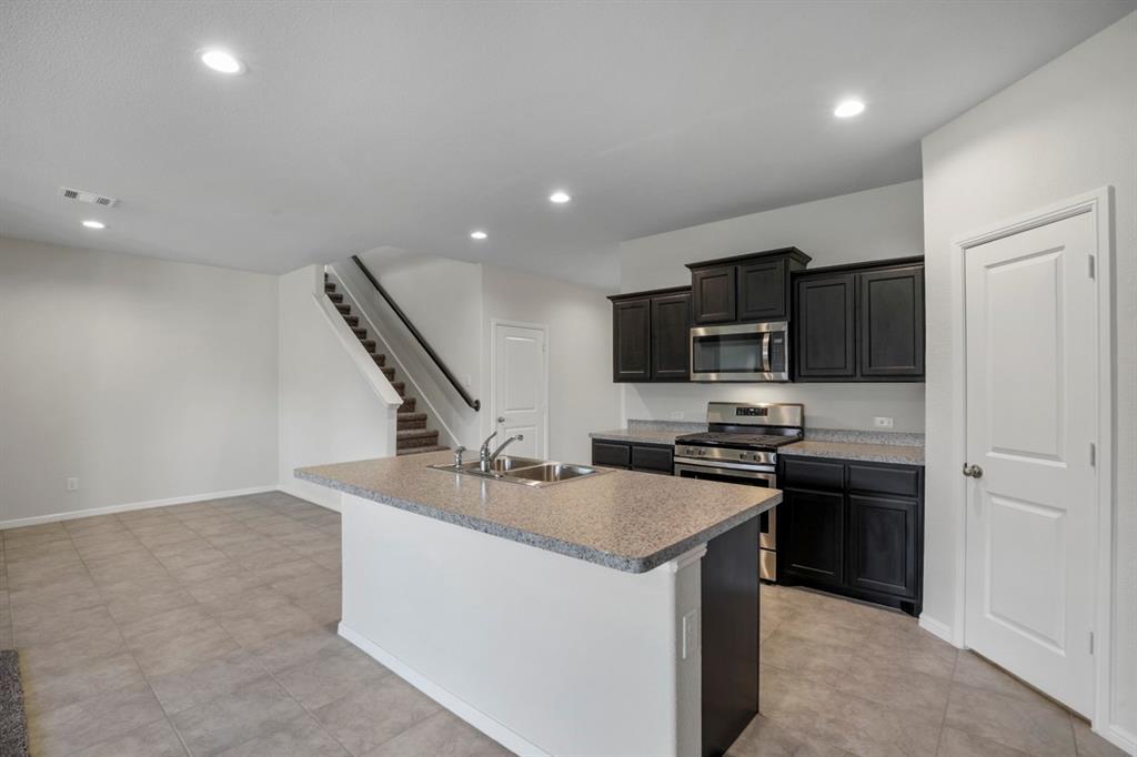 9352 HERRINGBONE Drive, Fort Worth, Texas 76131 - acquisto real estate best allen realtor kim miller hunters creek expert