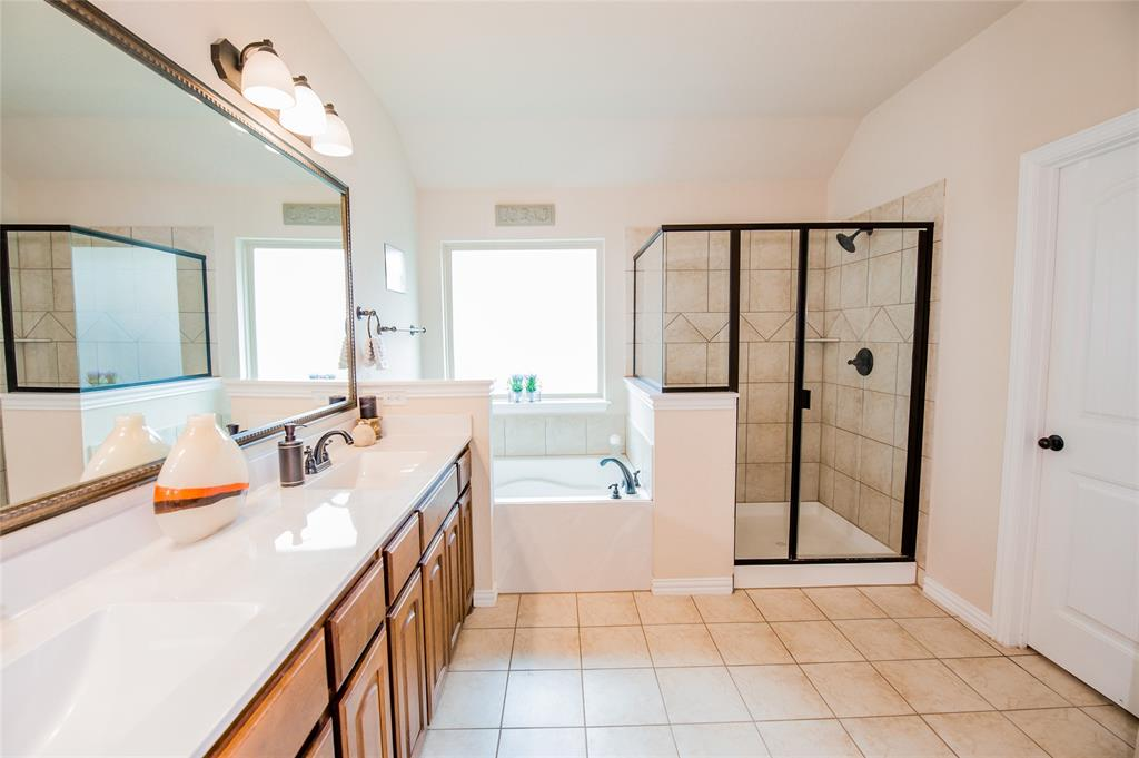 1604 Pacific Avenue, Ennis, Texas 75119 - acquisto real estate best realtor westlake susan cancemi kind realtor of the year