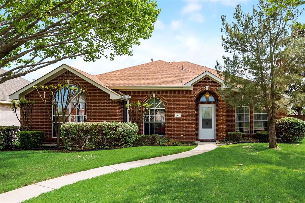 2300 Granbury  Drive, Mesquite, Texas 75150 - Acquisto Real Estate best plano realtor mike Shepherd home owners association expert