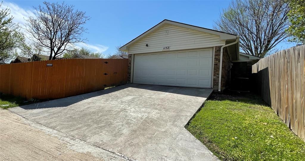 1152 Hemlock Drive, DeSoto, Texas 75115 - acquisto real estate best realtor foreclosure real estate mike shepeherd walnut grove realtor
