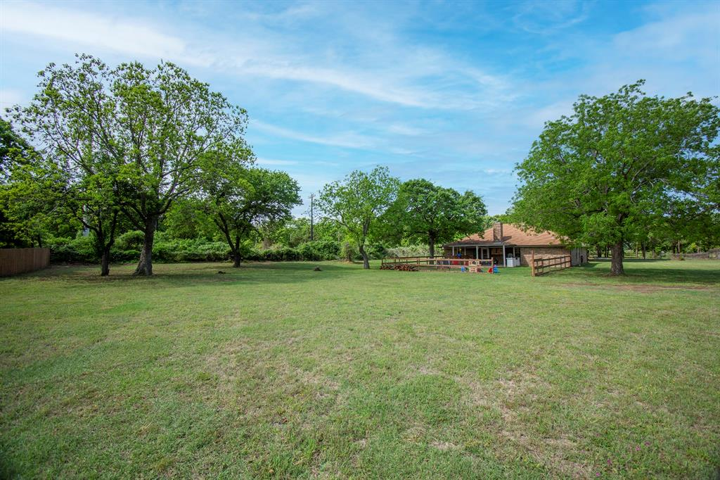 414 County Road 4659  Rhome, Texas 76078 - acquisto real estate agent of the year mike shepherd